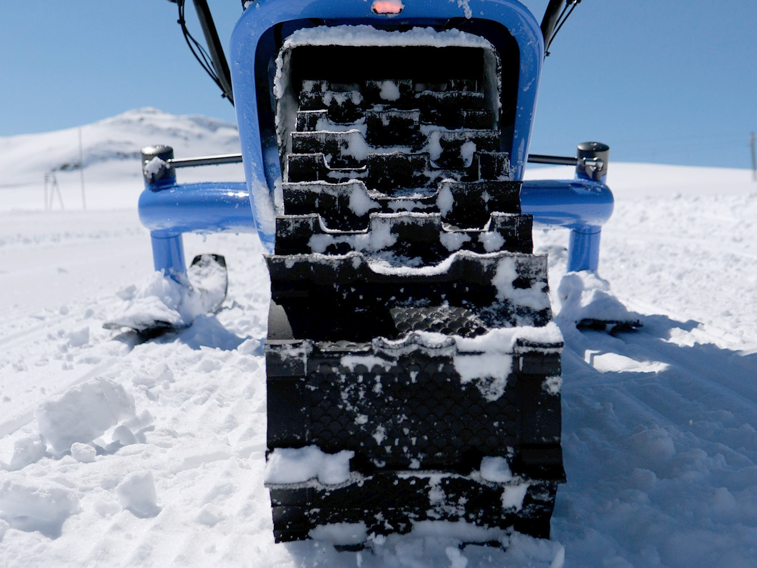 Arosno etrace the first electric snow bike in the world